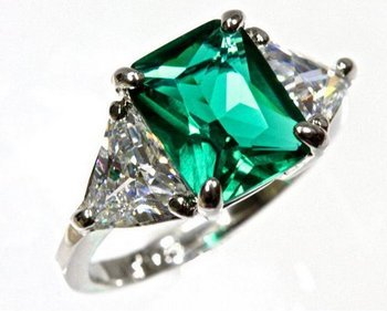 Sterling-Silver-3-Stone-Green-Emerald-Trillion-Cut-Cubic-Zirconia-Engagement-Ring
