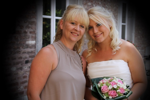 photo-of-mother-of-the-bride-with-her-daughter